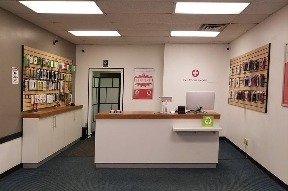 CPR Cell Phone Repair Boardman OH - Store Interior